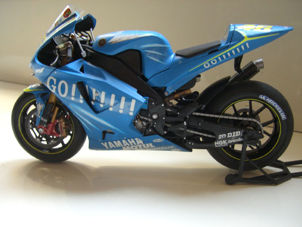 Yamaha YZR-M1 left view